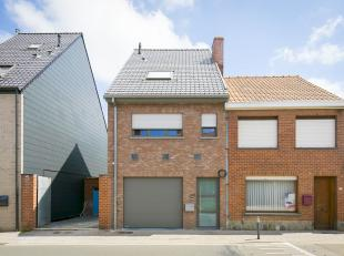 Nieuwbouwwoning met 1 slaapkamer te koop in Poperinge. Dit energiezuinig huis heeft een kwalitatieve afwerking en biedt alle hedendaags comfort. Er zi