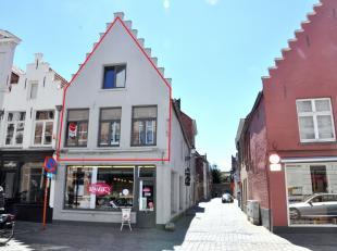 Instapklaar duplex appartement met 2 slaapkamers in centrum Brugge.<br /> <br /> INDELING :<br /> 1°V.: inkom (3m²) - afzonderlijk toilet - w
