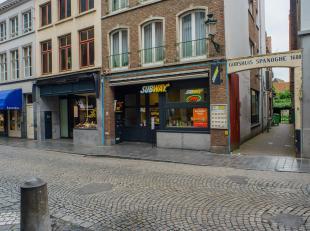 Overname van een volledig gerenoveerde broodjeszaak/tearoom op top historische ligging (naast bootjes exploitatie) in centrum Brugge. <br /> <br /> IN