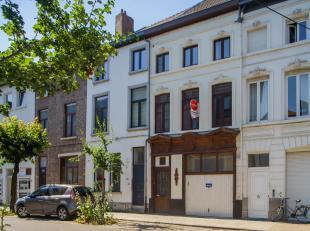 Zeer vlot bereikbaar, maar toch rustig gelegen triplex-appartement in centrum Gent. De Bijlokevest is een heel rustige, aangename leefstraat die makke