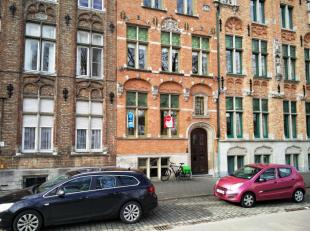 Volledig gerenoveerd kantoor gelegen langs Brugge's rustige Filips de Goedelaan. Discrete en rustige ligging. <br /> <br /> Indeling:<br /> Gelijkvloe