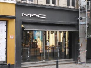 Bedrijfsvastgoed te huur op toplocatie in Gent.<br /> <br /> Deze unieke winkelruimte is gelegen in de Brabantdam te Gent. Dit is één va