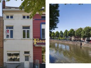 Dit herenhuis vinden we terug aan de Ferdinand Lousbergskaai 133 te Gent. Het huis is zeer ruim en geeft een leuke sfeer mee door de clash tussen nieu