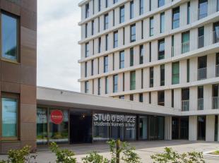 Nog op zoek naar een studentenkot?<br /> <br /> Gemeubelde studentenkamer (17m²) gelegen in STUDIO BRUGGE op centrale ligging nabij het station v
