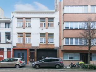 Deze afgesloten garage (66m²) is gelegen langs de Ieperstraat te Oostende. <br /> <br /> De garage meet 20m diep en 3m breed. Breedte poort 2m83.