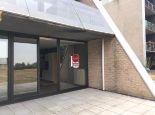 Gezellig gelijkvloers appartement met 1 slaapkamer en terras nabij Brugge.<br /> <br /> Indeling:<br /> Inkom - toilet -  ruime woonkamer (44m²)