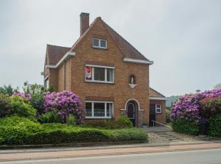 Gezellige, alleenstaande woning met 3 slaapkamers, garage en zonnige tuin op centrale ligging te Oostkamp. Dit huis te koop, gelegen in de Legeweg nab