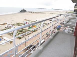 Volop genieten van zon, zee en strand vanop dit recente 2-slaapkamer appartement te koop, gelegen op de zeedijk van Blankenberge. Vastgoed aan de kust