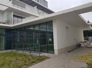 Nieuwbouw kantoor unit (198m²) tussen Brugge het knooppunt E40-E403.<br /> <br /> Casco oplevering, verdere afwerking ten laste van de huurder.<b