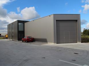 Op het bedrijventerrein De Kalkaert te Middelkerke werden tien nieuwbouw KMO-units gebouwd die telkens beschikken over een werkruimte/magazijn met bij