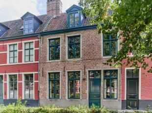 Unieke woning, rustig gelegen vlakbij centrum van Gent.<br /> Deze karaktervolle woning biedt u het hedendaagse comfort met een knipoog naar het verle