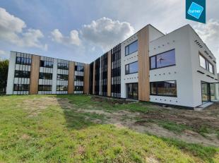 Gerenoveerd kantoor (ca. 1.100m²) op een top ligging nabij de Expresweg en Blankenbergse Steenweg op het industrieterrein de Blauwe Toren te Brug