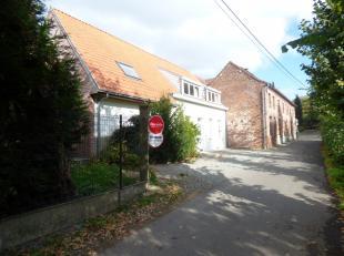 Gerenoveerd huis te huur in de Warande te Zottegem nabij het park Breivelde. Het huis bevindt zich op wandelafstand van het centrum en het station. Op