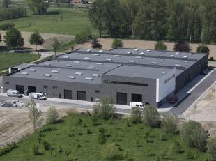 <br /> Op deze KMO-site in Landegem kunt u een nieuwbouw landscape kantoorruimte kopen in combinatie met de onderliggende KMO-unit. <br /> <br /> De