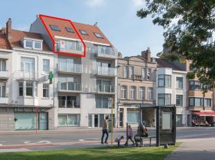 Deze recente duplex te koop met 3 slaapkamers en 2 ruime terrassen is gelegen aan het Mac Leodplein langs de Torhoutsesteenweg te Oostende. Centraal g