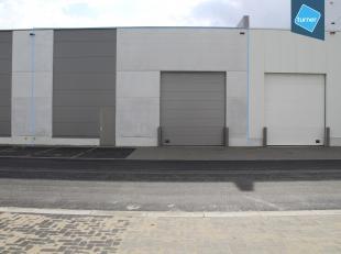 Nieuwbouw unit van 259m² in KMO-Park te Aalter. Gelegen op slechts enkele kilometer van de E40.<br /> <br /> Indeling:<br /> - Loods 259m²,