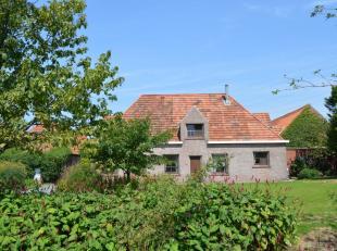 Fermette te huur in Zonnebeke. Gelegen op een rustige, docht vlotte bereikbare locatie. Aangename buitenruimtes. Indeling: <br /> <br /> Gelijkvloers: