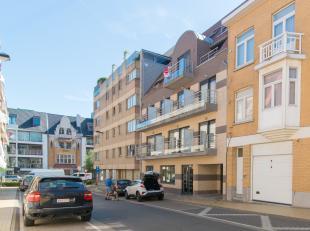 Autostaanplaats bereikbaar via autolift in residentie Ekina in het centrum van Middelkerke.<br /> De autostaanplaats heeft een breedte van 2,5 m, leng
