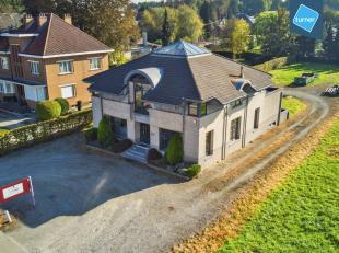 Bedrijfsvastgoed te koop op goede locatie in Affligem.<br /> <br /> Karaktervol kantoorgebouw met een mooie visibiliteit, gelegen langs de N9 tussen B