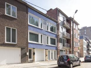 Opbrengsteigendom te koop te Kortrijk. <br /> Beleggen in vastgoed? Interessante opbrengsteigendom  te koop bestaande uit drie appartementen. (gelijkv