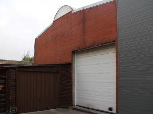 Magazijn te huur van ca. 200 m² in Beveren Leie. <br /> <br /> Voorzieningen:<br /> - vrije hoogte: 5,50m<br /> - sectionale poort (H: 3,5m)<br /