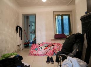Studio op de 1ste verdieping van een kleine mede-eigendom met heel weinig lasten.<br /> <br /> De studio bestaat uit een woonkamer, keuken en badkamer