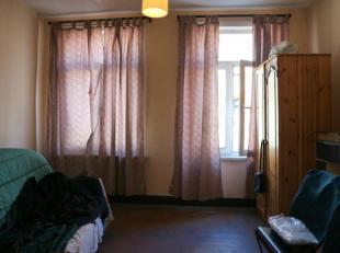 Studio op de 3de verdieping van een kleine mede-eigendom met heel weinig lasten.<br /> <br /> De studio bestaat uit een woonkamer, keuken en badkamer.