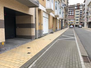 Ondergrondse parkeerplaats met autolift gelegen in Residentie Ekina.<br /> De autostaanplaats heeft een breedte van 2,5 m, lengte van 5,3 m en hoogte