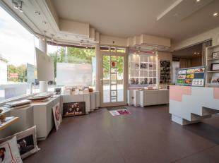 Handelspand of kantoor met instapklare woning voorzien van 5 slaapkamers te Lo-Reninge.<br /> <br /> Grondoppervlakte: 535m²<br /> <br /> * Hande