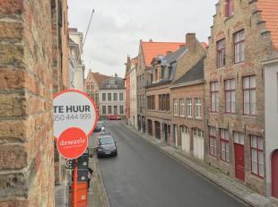 Gezellig en ruim appartement te huur op uitstekende locatie in het centrum van Brugge met 1 slaapkamer. Gelegen in het centrum van Brugge nabij winkel