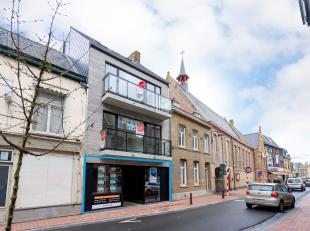 Goed gelegen casco handels/kantoor/praktijkruimte (140 m²) te koop in de Gasthuisstraat in Poperinge, gelegen pal in het centrum, nabij de Grote