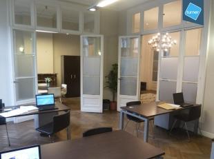 De kantoren zijn gelegen in een herenhuis in het centrum van Gent. <br /> <br /> Deze kantoren genieten van een centrale ligging. Er is een tramhalte