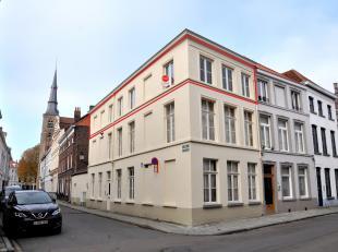 Zonnig appartement te huur met 1 slaapkamer en mezzanine te Brugge.<br /> <br /> Indeling van het appartement:<br /> tweede verdieping:<br /> - inkom