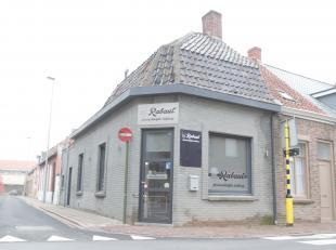 Dit pandje is gelegen op een hoek en was een voormalige 'koude' bakkerij. Kan als dusdanig functioneren of kan ook omgevormd worden tot een huisje. To