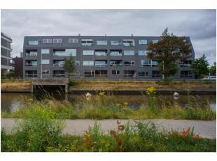 """In residentie """"Velettis"""", gelegen langs de Damse Vaart aan de stadsrand van Brugge, bevindt zich deze ondergrondse staanplaats (P10) te huur met plaat"""