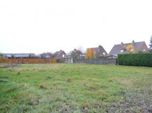 Bouwgrond te koop nabij het centrum van Oekene. Dit perceel heeft een oppervlakte van 799 m². Deze bouwgrond is rustig gelegen en vlot bereikbaar