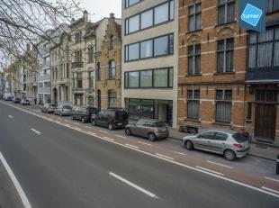 Gerenoveerd kantoor/praktijk te huur op een centrale ligging te Brugge, met prachtig zicht op het Stil Ende.<br /> <br /> INDELING:<br /> > Kelder