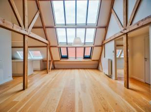 """In residentie """" 't Vaeghevier"""" bevindt zich dit uniek dakappartement. Het appartement omvat een imposante en lumineuze leefruimte. Het dakappartement"""