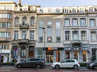 Opbrengsteigendom bestaande uit 3 verdiepingen met 6 appartementen (3 met 2 slaapkamers en 3 met 1 slaapkamer), 1 kantoorruimte en 4 parkeerplaatsen.<