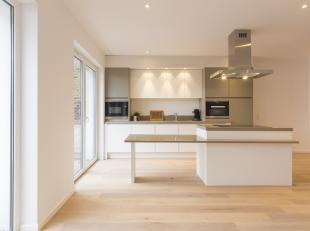 Uniek, volledig gerenoveerd appartement te koop in het centrum van Kuurne, met veel lichtinval.<br /> <br /> Appartement (147 m²) <br /> Aparte i