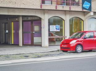 Kantoor van ca. 100m² op centrale ligging te Roeselare.<br /> <br /> Specificaties:<br /> - tegelvloer<br /> - systeemplafond<br /> - elektrische