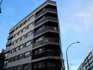 Ruim hoekappartement met 3 slaapkamers en zonneterras gelegen op zeer centrale ligging. Dankzij de ligging heeft men niet enkel alle winkels binnen wa