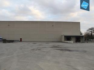 Opslagruimte (2.921m²) op het industrieterrein Lakeland in Aalter.<br /> <br /> INDELING:<br /> - Oppervlakte van 2.921m² <br /> - Zestien s