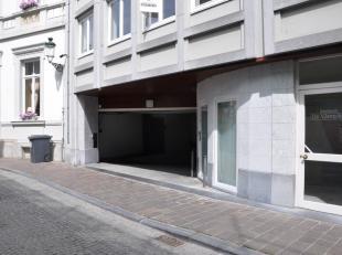 Ondergrondse garagebox met elektrische poort. Toplocatie, op 100 meter van de Markt. Box nr. 36, gelegen op niveau -1. <br /> <br /> - huurprijs: € 15