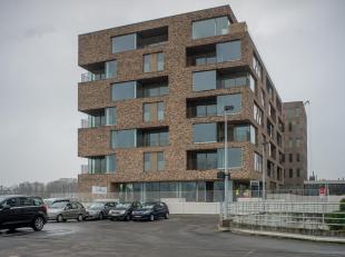 Subliem nieuwbouwappartement met 2 slaapkamers en terras nabij het station Brugge. Op perfecte ligging nabij alle invalswegen (expresweg, E40, E403...