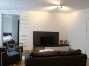 Ruim 2 slaapkamer appartement te koop in het centrum van Brussel. Gelegen op de tweede verdieping, gezellige living met een open keuken (koelkast, vaa