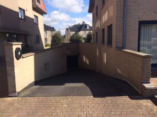 Goed gelegen afgesloten garagebox op-1  in residentie Symfonie gelegen langs de Duinenweg op 250 m van zee. Voorzien van verlichting en stopcontact. A