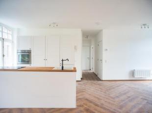 Dit appartement te koop werd volledig smaakvol gerenoveerd in 2018 en is gelegen nabij de reien en de Augustijnenbrug. Gelegen op de eerste verdieping