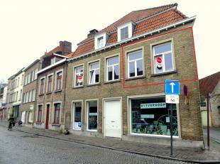 Studio op toplocatie, dichtbij station - centrum van Brugge<br /> <br /> Indeling:<br /> Leefruimte (25m²) met keuken voorzien van spoelbak, frig