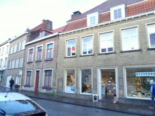 Moderne studio te huur op een toplocatie in het centrum van Brugge, dichtbij station Brugge.<br /> <br /> Indeling:<br /> 1°V.: Leefruimte (25m&su